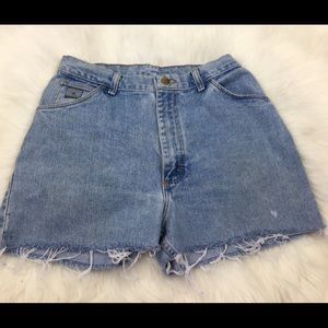 Wrangler vintage cut off mom jean shorts size 29